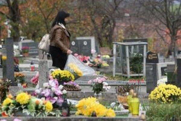 Ani na cintorínoch nezabúdajme na svoje veci.