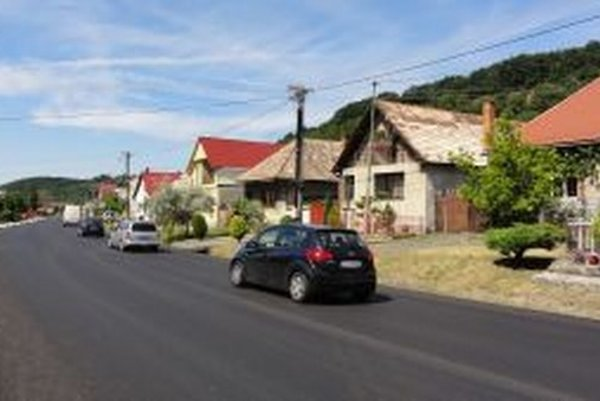Obcou prechádza cesta medzinárodného významu, Slovenská správa ciest ju v lete zrekonštruovala.