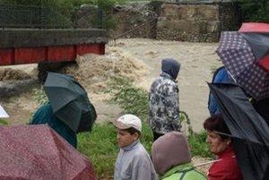 Pred šiestimi rokmi strhla povodeň v dedine most.