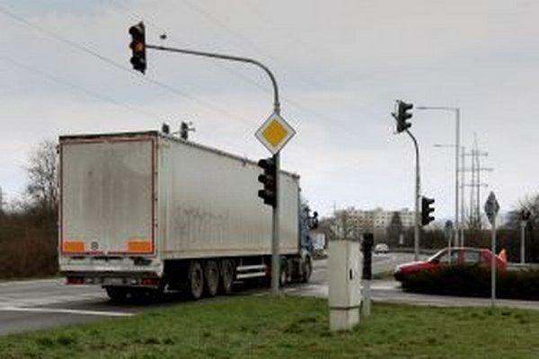 """Križovatka v Môťovej bude """"svietiť""""."""