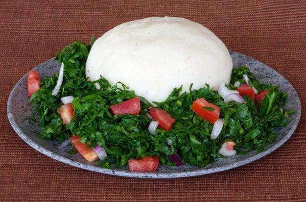 Tradičným jedlom v Keni je ugali a sukuma wiki