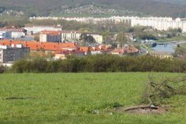 Zvolen sa mení, pribúdajú vňom domy aj ulice. Zelený kopec nad kasárňami pokryje individuálna bytová výstavba.