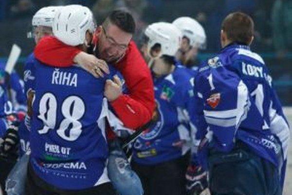 Obrovská radosť detvianskych hráčov, ktorí sa stali víťazmi 1. ligy.