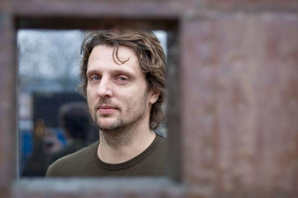 Autorom aktuálneho vizuálu Gagov je Martin Šútovec.