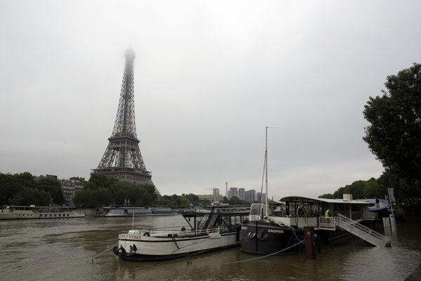Paríž sužovali záplavy aj vlani.