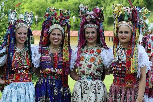 Festival Zdola ponickýho mlyna priťahuje už tradične pozornosť milovníkov folklóru.
