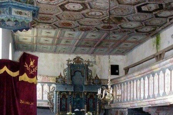 Drevený maľovaný renesančný strop je najvzácnejšou pamiatkou gotického kostolíka v Malých Teriakovciach.
