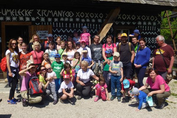 Čičmany turistov z Prievidze očarili.