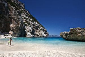 Sardíni má takmer dvetisíc kilometrov pobrežia a množstvo dokonalých pláží.