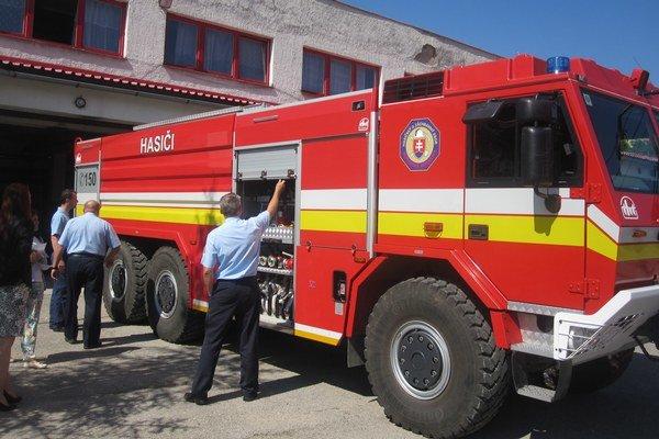 V nedostupných terénoch bude hasičom pomáhať špeciál.