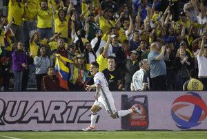 Kolumbijskych fanúšikov rozjasal druhým gólom kapitán James Rodríguez.