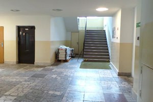 Vestibul Okresného úradu v Tvrdošíne, vpravo bude vchod do klientskeho centra.