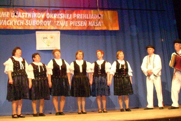 Deviaty ročník prehliadky speváckych skupín sa niesol pod názvom Znie pieseň naša.