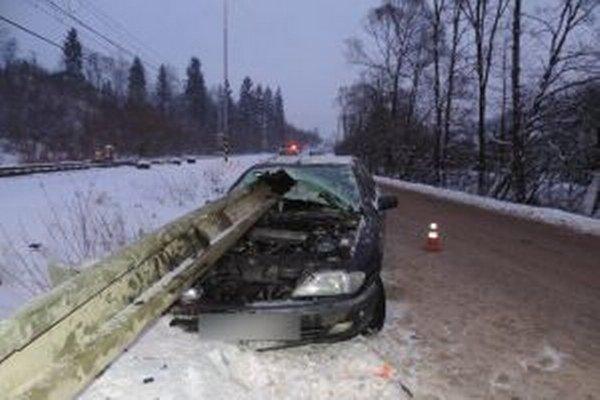 Dnes ráno po šiestej hodine došlo na ceste tretej triedy v obci Čierne k dopravnej nehode.