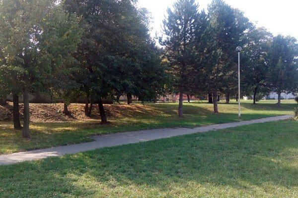 Priestor na lavičky je vytvorený, v parku ale chýbajú.