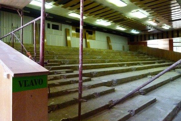 Z hľadiska zmizlo staré linoleum aj sedačky.