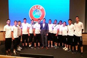 Zážitok na celý život. Mladí slovenskí rozhodcovia z regiónu Západ  absolvovali stáž v sídle UEFA v Nyone.27. máj 2015 0be64a25319