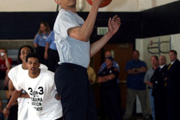 Barack Obama si aj počas kampane dokázal nájsť čas na šport, najmä basketbal.