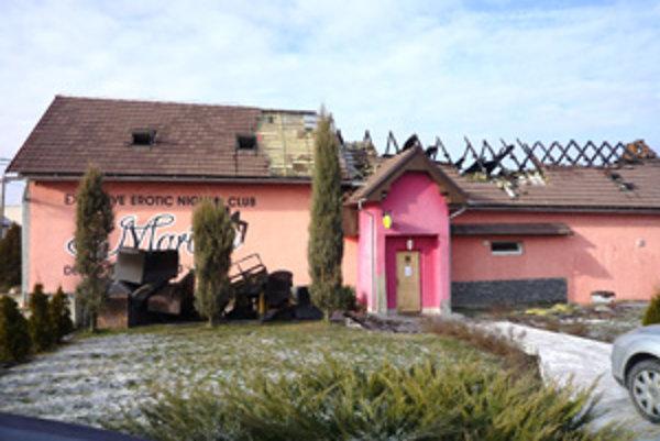 Nočný klub v Babinej bol terčom viacerých útokov. Tentokrát ho niekto zapálil.