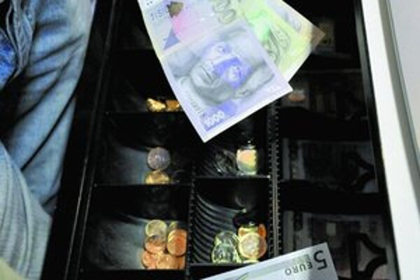 Éra korún a eur dáva zabrať všetkým.