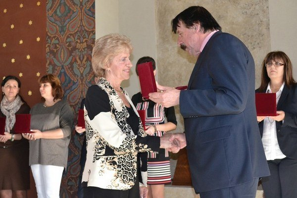 Oceneným učiteľom odovzdal ocenenia primátor Levíc Štefan Mišák.