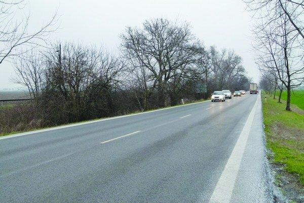 V Levickom okrese je približne 670 kilometrov ciest.