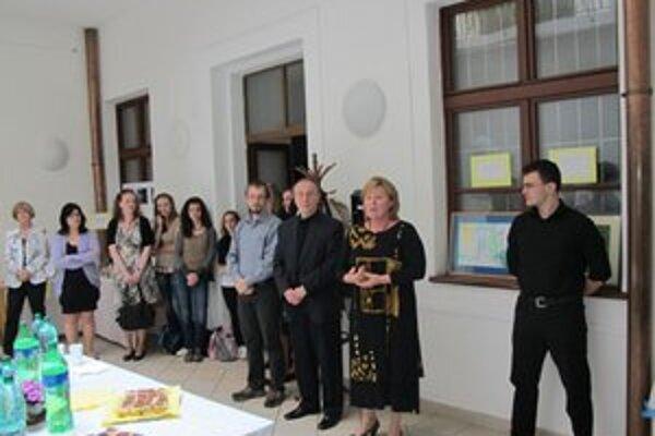 Otvorenie výstavy, pod ktorú sa podpísal vysokoškolák M. Horniak.