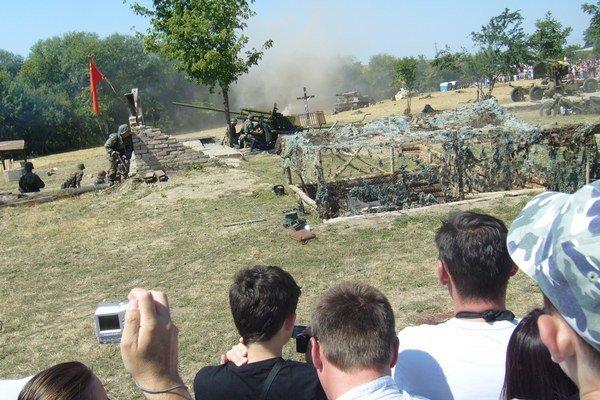 V Pohronskom Ruskove sa konal druhý ročník ukážky bojov druhej svetovej vojny.