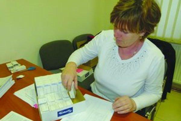 Jódové tabletky začali minulý týždeň rozdávať aj na Obecnom úrade v Kalnej nad Hronom, v katastrálnom území ktorej sa elektráreň nachádza.