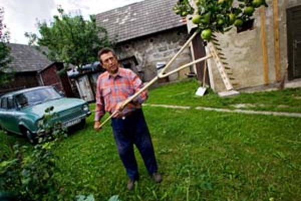 Ján Calík zo Šútova je pripravený o svoj pozemok zabojovať.