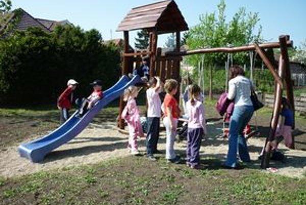 Vlani mesto vybudovalo nové detské ihrisko v lokalite Za tabakovou. Nazvané je Krtko.