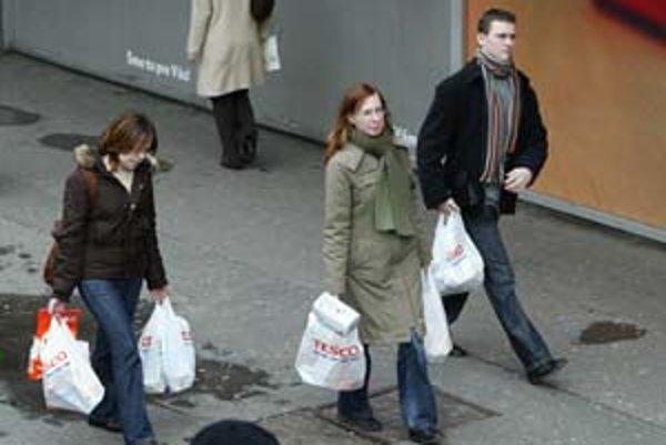Koľko igelitových tašiek sa na Slovensku ročne minie, ministerstvo životného prostredia nezisťovalo.
