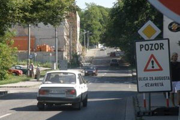 Ulica 29. augusta je zatvorená. Opravujú ju.