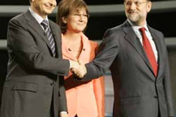 Premiér José Zapatero (vľavo) mal v debate s opozičným lídrom Marianom Rajoyom (vpravo) navrch.
