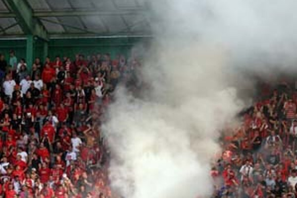 Typická atmosféra v hľadisku pri zápasoch Slovana a Trnavy.