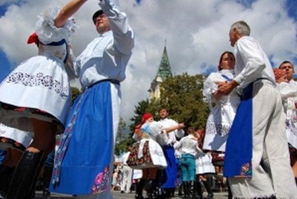 Krásne tradície a kroje ožili v Radošovciach.
