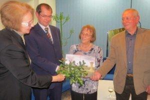 Traja kmotri vyprevadili knihu k čitateľovi. Autorka Terézia Kvapilová druhá sprava.