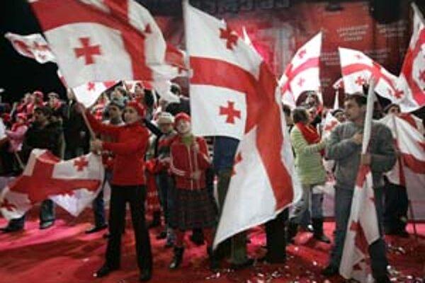 Kým opozícia včera protestovala, Saakašviliho stúpenci oslavovali už v sobotu.