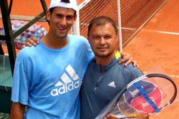 Marián Vajda (vpravo) so svojím zverencom Novakom Djokovičom.