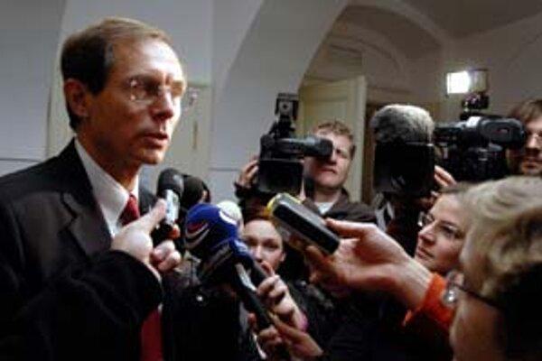 Jan Švejnar získal na svoju stranu komunistov, potrebuje ešte podporu ľudovcov.
