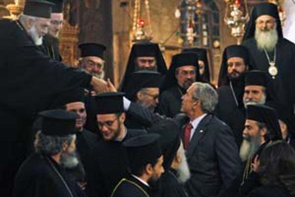 George Bush s pravoslávnymi kňazmi v Betleheme. Počas návštevy Palestíny ho strážili stovky policajtov.