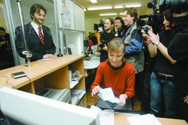 Prvý biometrický pas má Robert Kaliňák. Prvýkrát ho použije asi v Bulharsku.