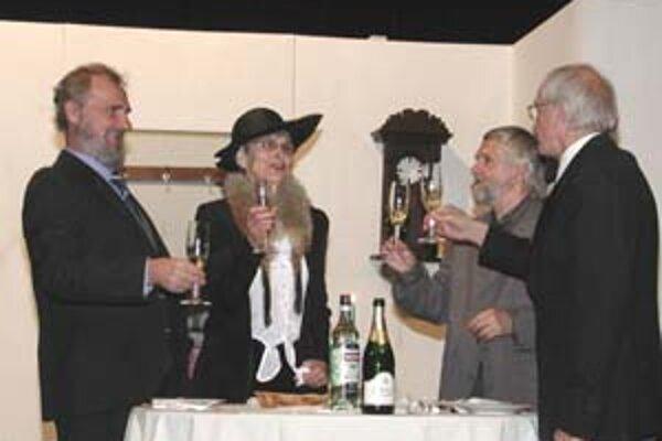 Divadelný súbor Hviezdoslav zo Spišskej Novej Vsi uviedol v decembri 2007 Zahradníkovu hru Sólo pre bicie (hodiny) v réžii Petra Karpinského. Súbor oslavuje tento rok tiež 75 rokov. Hru uviedol prvýkrát v celoštátnej premiére roku 1972.