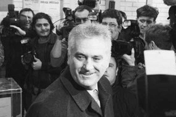 Srbi v prvom kole prezidentských volieb potešili proruského radikála Tomislava Nikoliča.