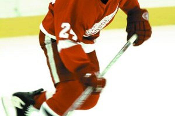 Chris Chelios, najstarší hokejista v súčasnosti v NHL, hrá v najlepšom tíme základnej časti v Detroite. V tejto sezóne má kontrakt na 1,15 milióna dolárov.
