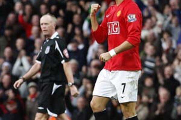 V5. kole anglického FA Cupu v zápase Manchestru United proti londýnskemu Tottenhamu (3:1) sa Cristiano Ronaldo (Manchester) teší z postupu svojho tímu medzi šestnásť najlepších. Cristiano Ronaldo je najlepším strelcom svojho mužstva a v zápase dal už svoj