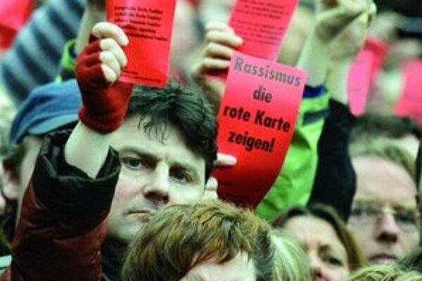 Demonštrácia proti rozpínavosti extrémnej pravice pred dvoma týžňami v nemeckom Frankfurte.
