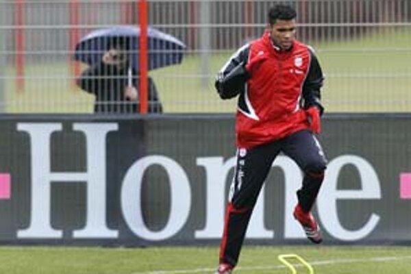 Brazílsky obranca Breno na tréningu Bayernu Mníchov. Tím Bavorov si od jeho služieb veľa sľubuje.