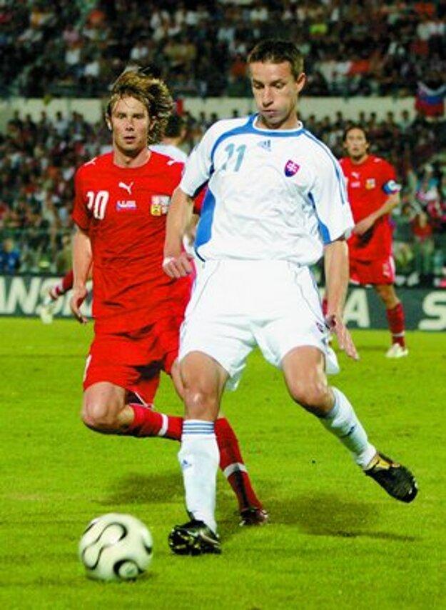 Marek Mintál v akcii v kvalifikačnom zápase proti Českej republike.