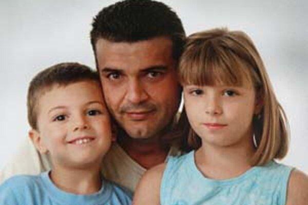 Štvorročný Husein a deväťročná Fatima a odišli so svojim otcom